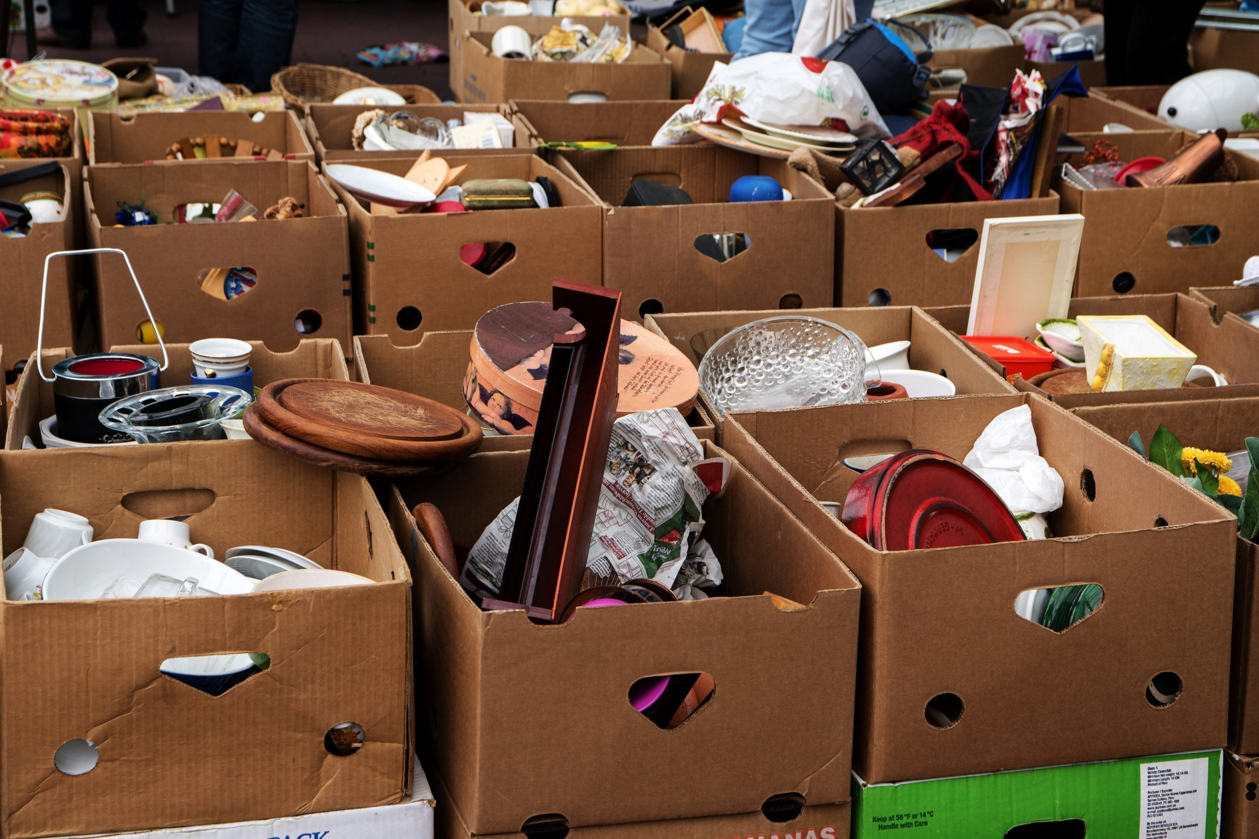 How to Plan A Garage Sale Before Moving